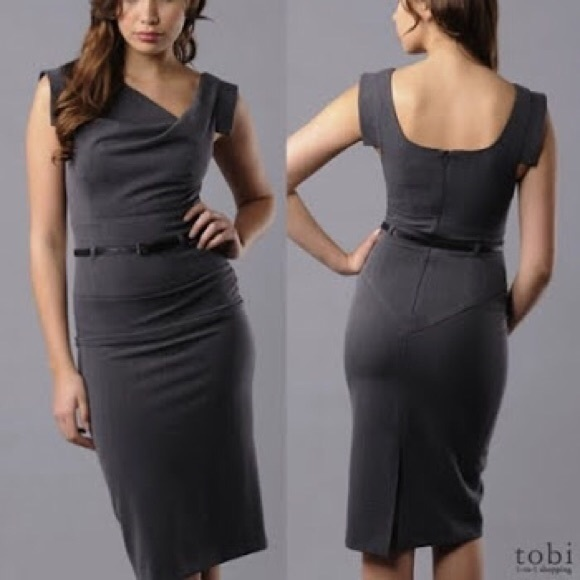 4050bc9b3df Black Halo Dresses   Skirts - Black halo Jackie o sleeveless sheath